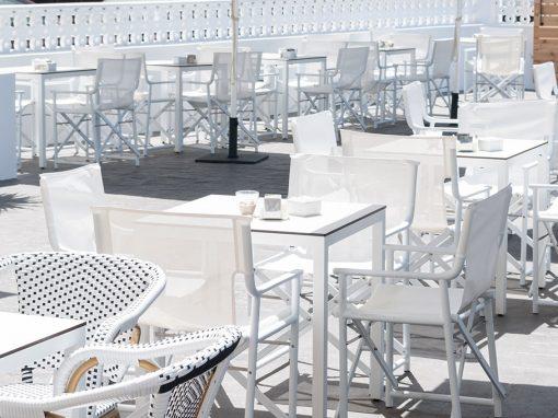 Charlotte Cadiz, un nouveau bar de plage décoré par MisterWils