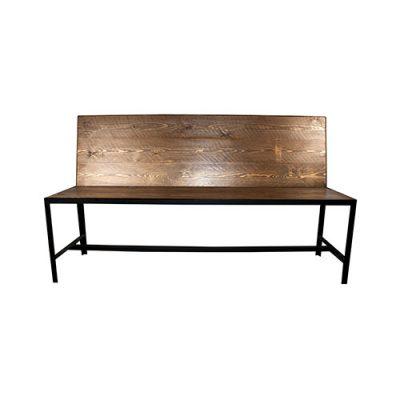 MONTANA Banc de style industriel avec structure en métal, assise et dossier en bois ancien. Produit fabriqué sur mesure, possibilité de personnaliser les finitions.