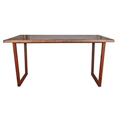 RABBIT Table d'intérieur avec plateau en bois, structure avec pieds en fer. Fabrication sur mesure. Disponible en bois neuf effet vieilli ou en bois ancien.