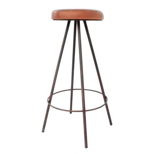 BOB OXIDO Tabouret de style industriel. Structure métallique avec assise en cuir. Finition cuivre, personnalisable avec supplément.Dimensions: 37x37x78cm. Assise ø30cm.