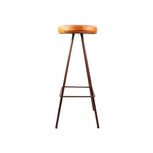 HEBDO OXIDO Tabouret de style industriel. Structure métallique finition cuivré, assise en cuir. Personnalisable avec un supplément.