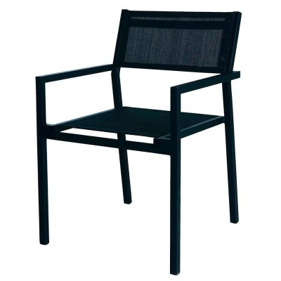 MAMBA Fauteuil empilable pour l'extérieur. Structure en aluminium peint en noir par pulvérisation. Assise et dossier en textilène noir. Jointures renforcées.