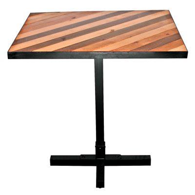 ZEBRA Table de style industriel, structure en acier, plateau fabriqué à base de plusieures lattes de bois recyclé. Finition de la structure personnalisable. Fabrication sur mesure en Espagne.