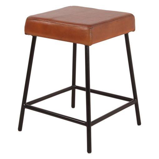 EVOLUTION Tabouret bas de style vintage avec structure carré et repose-pieds, fabriqué en fer de couleur vert, dossier en cuir vintage. Cousu main.