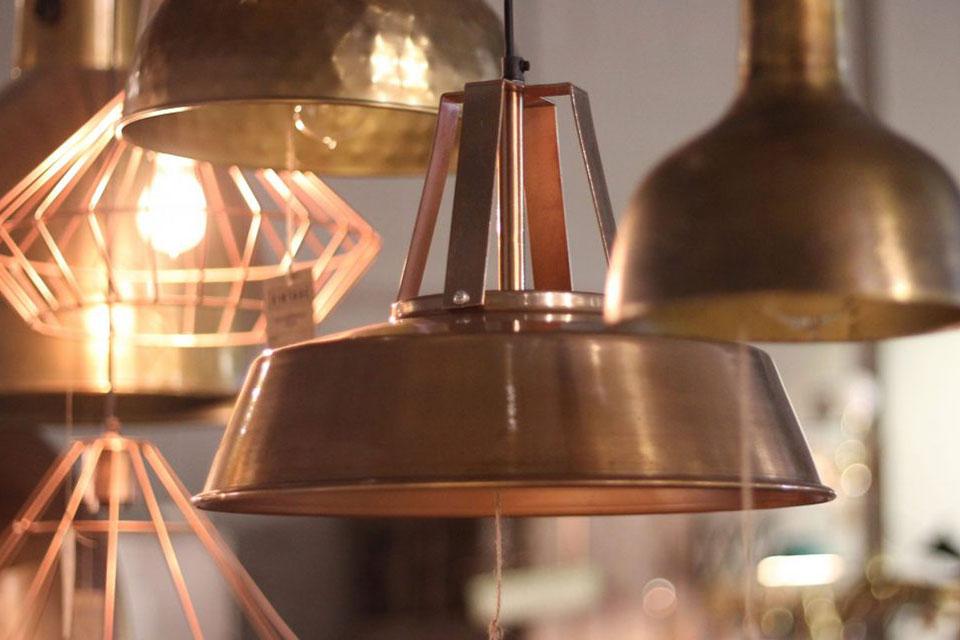 Le métal s'est imposé comme une référence en matière de déco d'intérieur depuis le Salon du Meuble de Milan et plus encore dans les revues...
