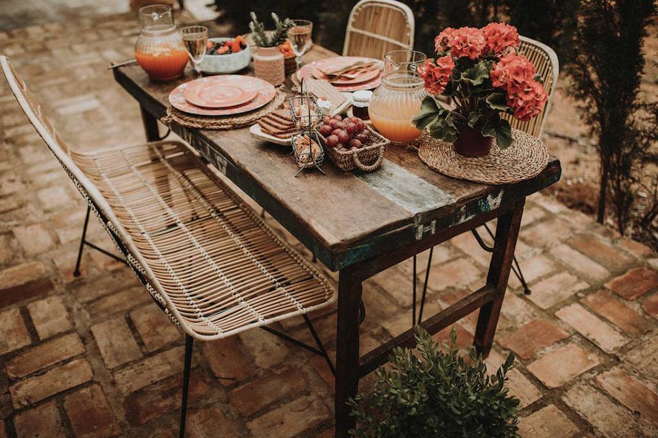 Chez MisterWils nous pensons que l'heure est venue de sortir prendre le soleil. Dites bonjour aux tables vibrantes, remplies de couleurs...