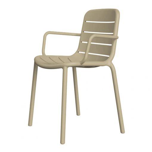 GINA ARMCHAIR Chaise avec accoudoirs pour usage intérieur ou extérieur. Fibre de verre et polypropylène via technologie de moulage assistée par gaz. Empilable, traitement anti-UV.