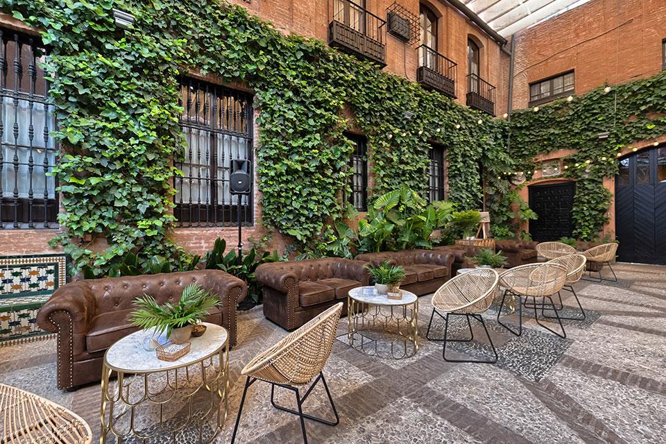 Un espace chill dans un style Mid Century modern pour votre mariage vintage