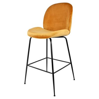 BOLTRACY CURRY Tabouret de style contemporain, structure en tubes d'acier, assise et dossier en velours couleur curry. Dimensions: 55x58x114 cm