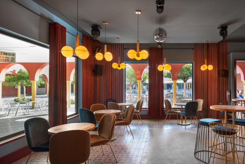 Sinatra, un nouveau bar à la mode à Séville, avec MisterWils, furniture for free souls, architecture d'intérieur, vintage...