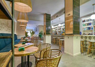 Bravo, un souffle d'air frais en plein coeur de Triana, par MisterWils, furniture for free souls, vintage, scandinave, sofas, chaises, tabourets, canapés, tables...