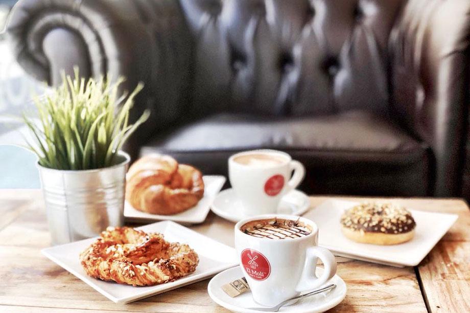 « El Moli Pan y Café », une chaîne de cafés meublé par MisterWils, furniture for free souls, vintage, scandinave, rétro, industriel...