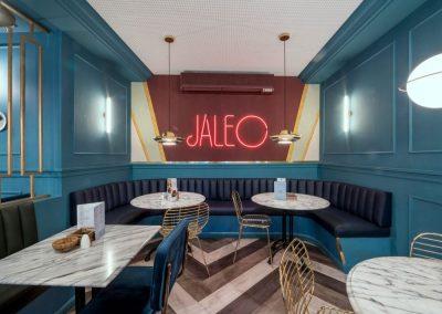 Jaleo, un restaurant de style rétro à Madrid, avec MisterWils, furniture for free souls, vintage, scandinave, sofas, chaises, tabourets, canapés, tables...