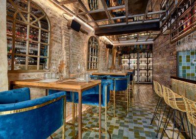 Senza, une nouvelle offre gastronomique à Séville, par MisterWils, furniture for free souls, vintage, scandinave, sofas, chaises, tabourets, canapés, tables...