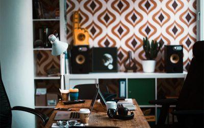 Cinq tables de bureau qui incitent au travail et à l'inspiration