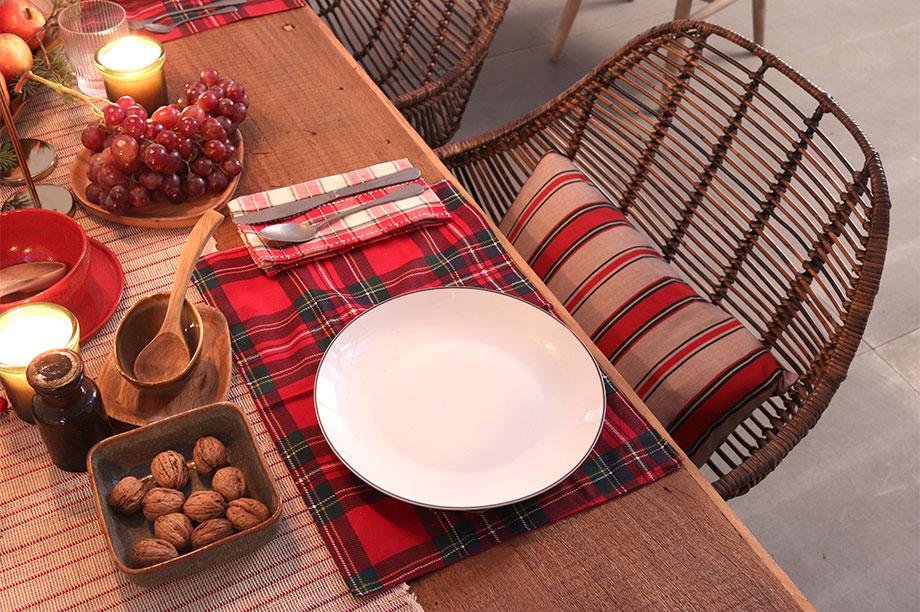 Tables de Noël avec rayures, écossais et rotin