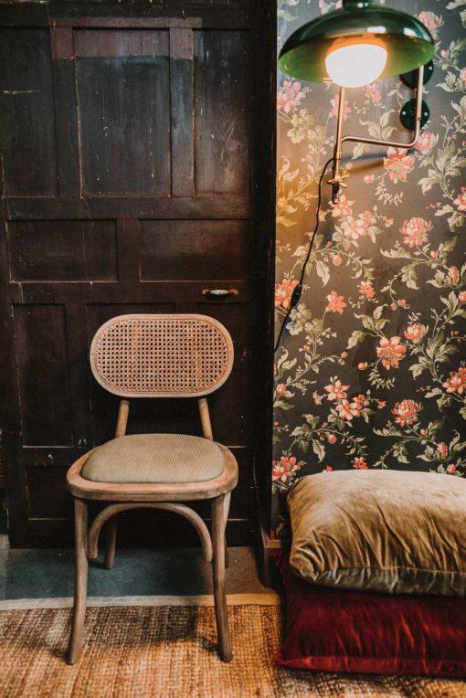 SENDAI Chaise de style Vintage-Bistrot fabriqué en bois d'orme | Trouvez-la chez Mister Wils. Plus de 4000m² d'exposition. Buffets, étagères, luminaires, tables, chaises, canapés et banquettes, tabourets, ventilateurs, plantes artificielles...