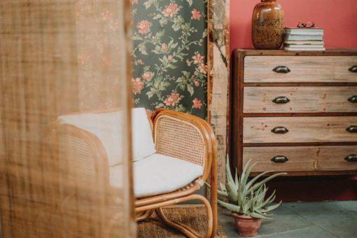 ANTOINETTE Paravent de style Shabby-Chic fabriquée en rotin naturelle et fibres naturelles | Trouvez-le chez Mister Wils. Plus de 4000m² d'exposition. Buffets, étagères, luminaires, tables, chaises, canapés et banquettes, tabourets, ventilateurs, plantes artificielles...