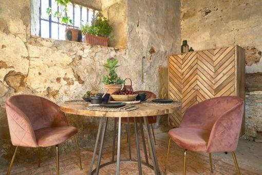 TIVOLI Table de style industriel avec structure en tubes d'acier, finition vernis, plateau en bois de manguier. | Trouvez-la chez MisterWils.