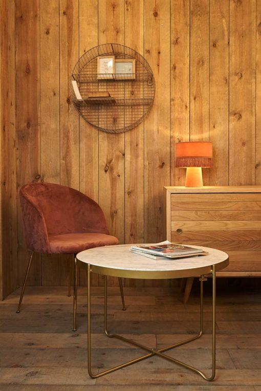 UMBRIA WHITE Table de style mid-century avec structure en tube d'acier, finition en doré, plateau en marbre blanc. Dimensions: Ø70x49 cm