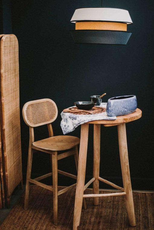 REPUBLICA Table haute de style Shabby Chic fabriquée en bois de teck avec finition naturelle | Trouvez-le chez Mister Wils. Plus de 4000m² d'exposition. Buffets, étagères, luminaires, tables, chaises, canapés et banquettes, tabourets, ventilateurs, plantes artificielles...