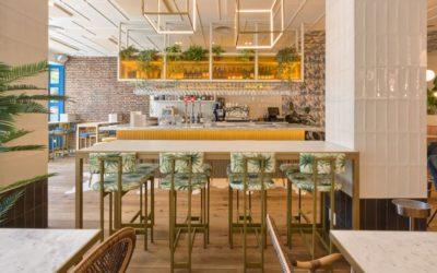 5 bonnes idées pour meubler un restaurant avec des tables hautes