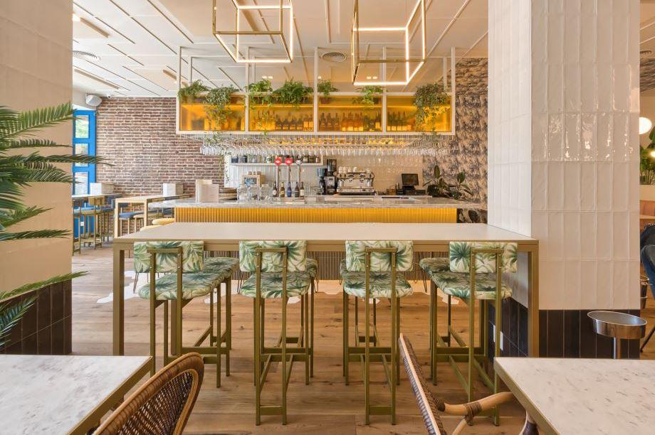 Les tables hautes sont de plus en plus à la mode dans les restaurants du monde entier grâce à leur polyvalence. MisterWils vous livre 5 idees