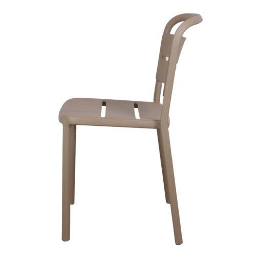 COMO Chaise empilable pour un usage intérieur ou extérieur. Structure et assise en polypropylène. Protection anti-UV.
