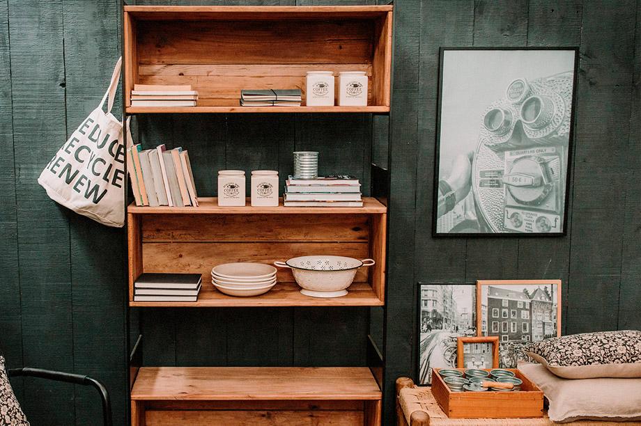 Avantages de la tendance des étagères ouvertes ou 'open shelving'