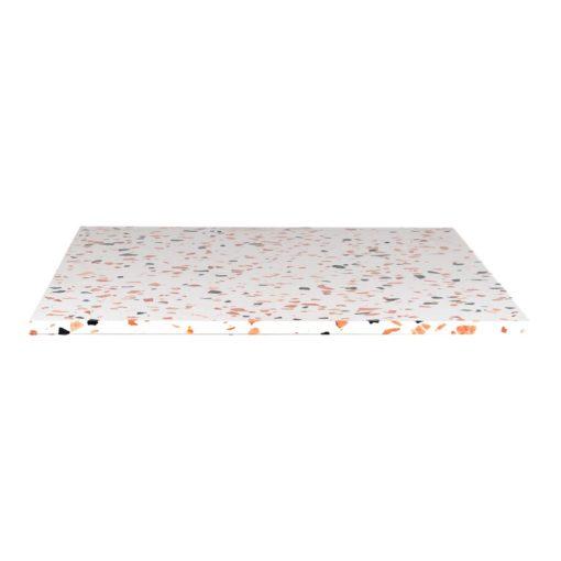 JULIE CARRÉ Plateau de table carré en terrazzo avec fraisage à bords droits. Parfait pour une table avec une structure à pied central.