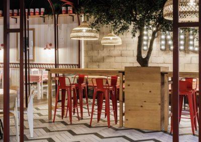 La chaîne Pomodoro, par Pablo Baruc | MisterWils plus de 4000m² d'exposition. Buffets, étagères, luminaires, tables, chaises, canapés...