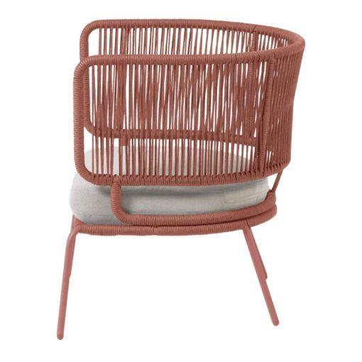 NADIN 1 PL Fauteuil 1 place de style Contemporain avec structure en tubes d'acier, finition peinture powder coated. Assise en corde de polyester.