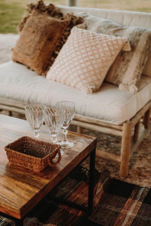 LOVESEAT Fauteuil de style rustique avec structure en bois de teck naturel. Coussin inclus | Trouvez-le chez Mister Wils. Plus de 4000m² d'exposition...