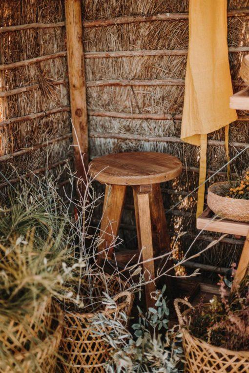 STRADA Tabouret haut de style Rustique Vintage fabriqué en bois massif de pin recyclé   Trouvez-la chez MisterWils. Plus de 4000m² d'exposition