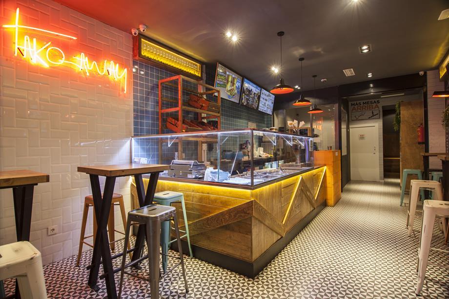 cocina abierta como decoración de restaurante interior