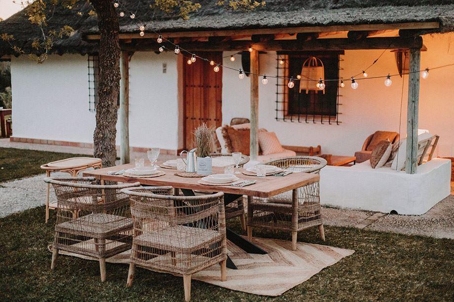 Les meubles en fibres naturelles sont devenus incontournables grâce à leur côté durable et artisanal. Les architectes d'intérieur les adorent.2