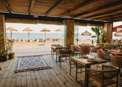 Amarola est le nouveau concept gastronomique créé par le chef Alejandro Alcántara dans une ambiance parfaite en bord de mer.10
