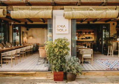Amarola est le nouveau concept gastronomique créé par le chef Alejandro Alcántara dans une ambiance parfaite en bord de mer.12