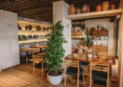 Amarola est le nouveau concept gastronomique créé par le chef Alejandro Alcántara dans une ambiance parfaite en bord de mer.16