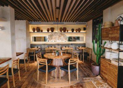 Amarola est le nouveau concept gastronomique créé par le chef Alejandro Alcántara dans une ambiance parfaite en bord de mer.17