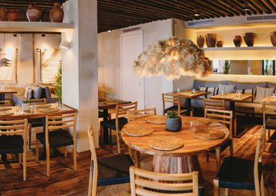 Amarola est le nouveau concept gastronomique créé par le chef Alejandro Alcántara dans une ambiance parfaite en bord de mer.18