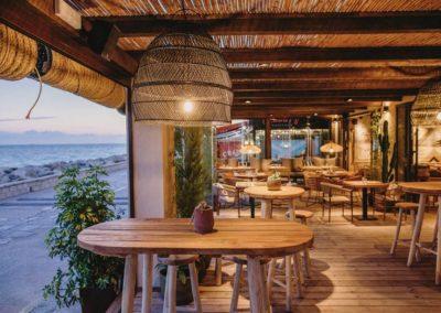 Amarola est le nouveau concept gastronomique créé par le chef Alejandro Alcántara dans une ambiance parfaite en bord de mer.3