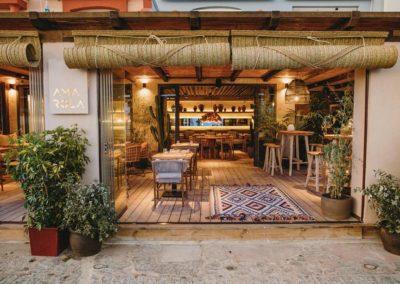 Amarola est le nouveau concept gastronomique créé par le chef Alejandro Alcántara dans une ambiance parfaite en bord de mer.4