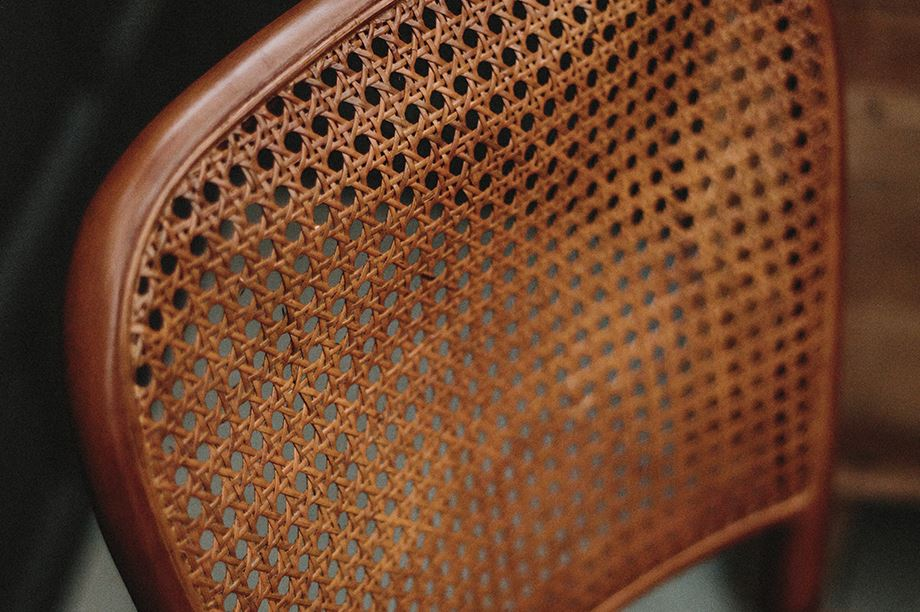 respaldo de silla con rejilla