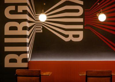 Le restaurant Frankie's Burger Bar a ouvert ses portes dans le centre de Valence | MisterWils. Plus de 4000m² d'exposition...4