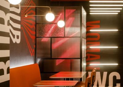 Le restaurant Frankie's Burger Bar a ouvert ses portes dans le centre de Valence | MisterWils. Plus de 4000m² d'exposition...3