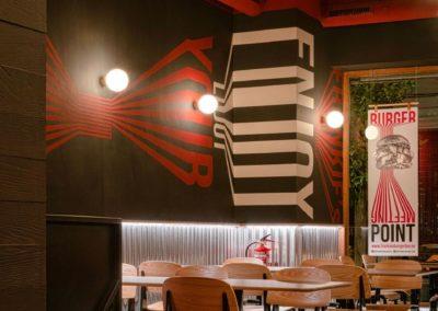 Le restaurant Frankie's Burger Bar a ouvert ses portes dans le centre de Valence | MisterWils. Plus de 4000m² d'exposition...1