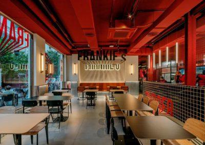 Le restaurant Frankie's Burger Bar a ouvert ses portes dans le centre de Valence | MisterWils. Plus de 4000m² d'exposition...7