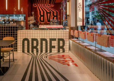 Le restaurant Frankie's Burger Bar a ouvert ses portes dans le centre de Valence | MisterWils. Plus de 4000m² d'exposition...6