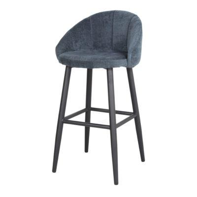 TABOURET HAUT TAPISSÉ FLARY de style Contemporain. Structure en métal peint en noir. Assise et dossier rembourrés en textile, en gris ou en bleu.1